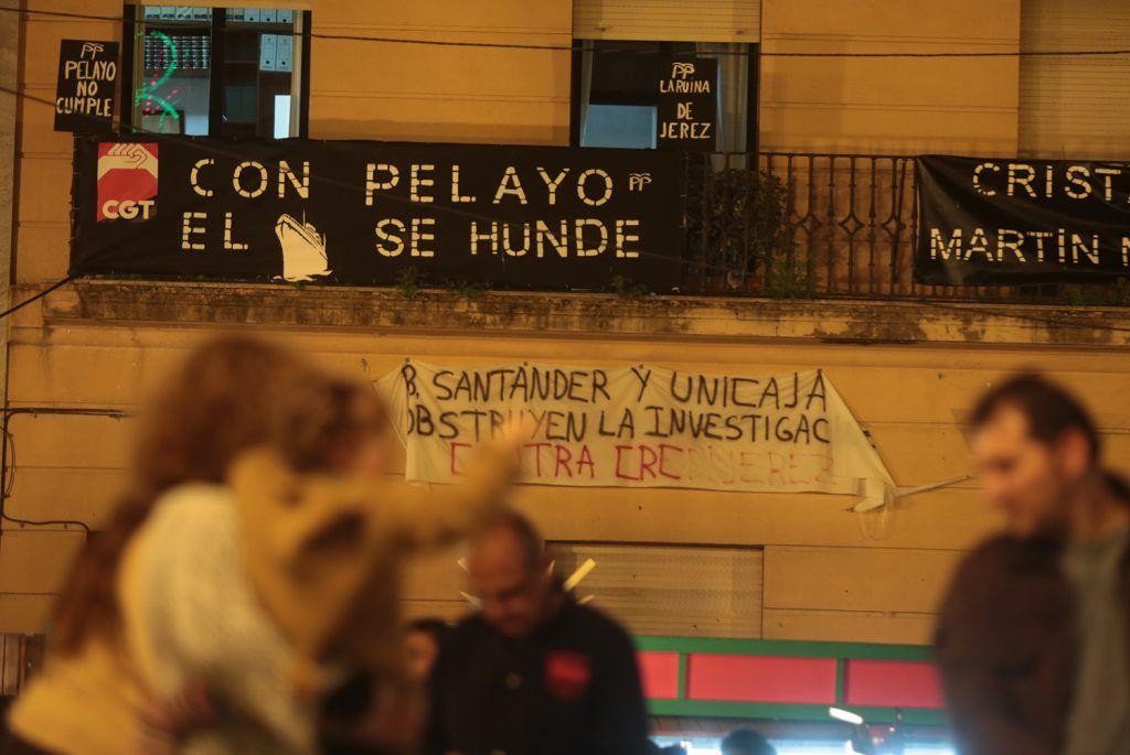 Balcón de CGT en el edificio de los Sindicatos del Arenal. Foto: JUAN CARLOS TORO.