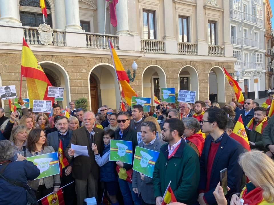 Agustín Rosety, al frente de la concentración de la Bahía de Cádiz. FOTO: Agustín Rosety