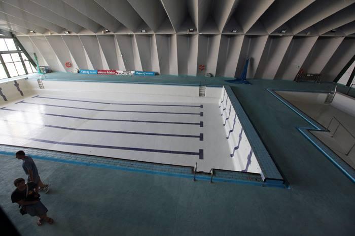 Reabre la piscina cubierta jos laguillo con una nueva for Piscina municipal chipiona