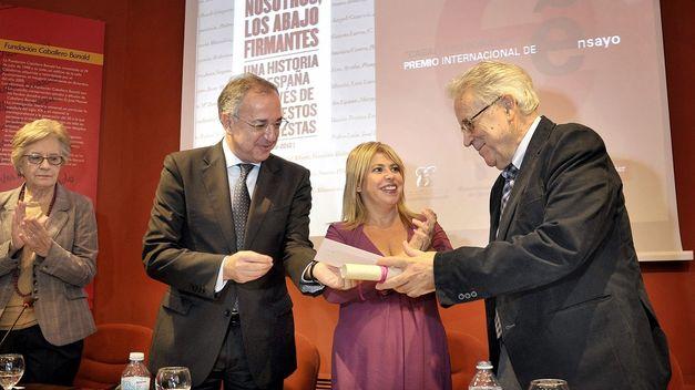 premio-internacional-ensayo-caballero-bonald_tinima20151023_0513_5.jpg
