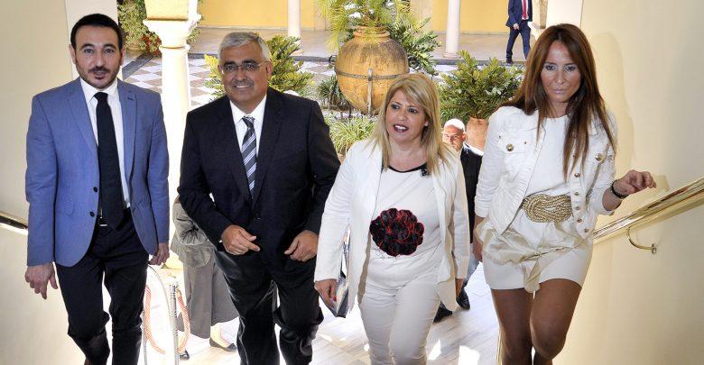 alcaldesa_recibe_consejero_economia_y_conocimiento.jpg