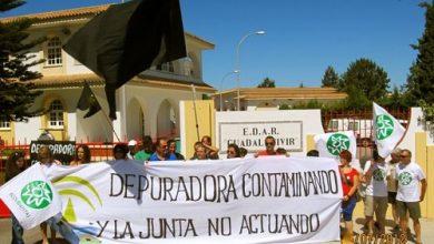 acto-de-protesta-de-ecologista-en-accion-frente-a-la-depuradora-de-sanlucar.jpeg