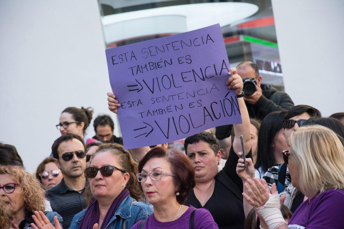 107eb38066d1 Un 15% de los españoles culpa a la mujer víctima de una violación ...
