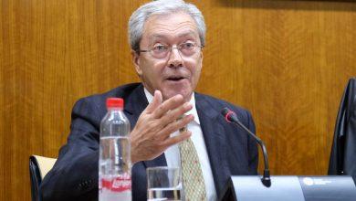 El consejero Rogelio Velasco, durante una comparecencia ante la comisión parlamentaria de Economía.