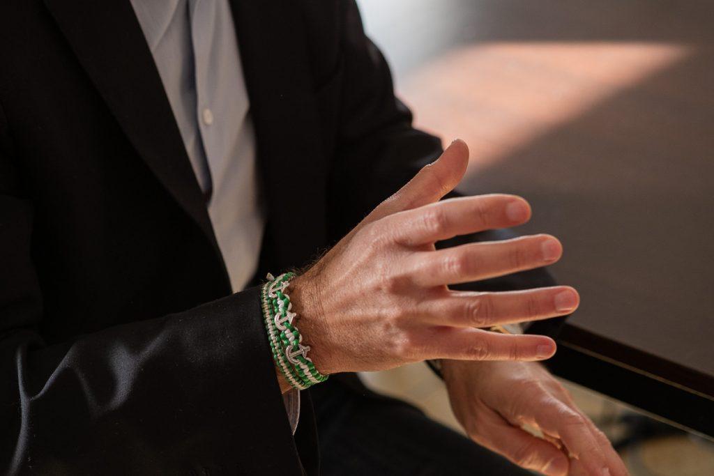 Miguel Molina gesticula durante la entrevista. FOTO: MANU GARCÍA