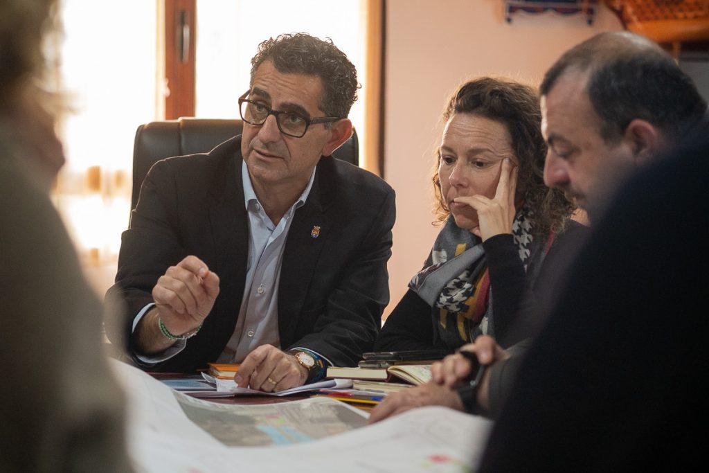 Miguel Molina, durante una reunión, instantes antes de la entrevista. FOTO: MANU GARCÍA